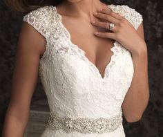 2016 Unique V-neck Chapel Train Lace Applique with Pearls Wedding Dress