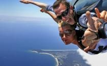 Tandem skydive up to over beautiful coastlines with our skydiving Byron Bay experience! Book from our range at Adrenaline online today and save. Adventure Bucket List, Adventure Holiday, Base Jumping, Paragliding, Snow Skiing, Skydiving, Travel Tours, Byron Bay, Tandem