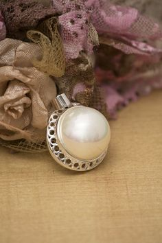 925 Sterling Silver White Mabe Pearl Pendant
