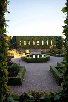 sunken-garden-hedges-pond-Sunnymeade-Garden