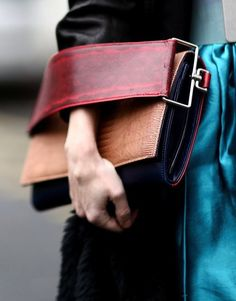 Street Style Tendencia: Top manejar bolsos de embrague |  StyleCaster