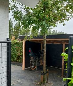 Outdoor Storage Units, Bicycle Storage, Bike Shed, Wood Crafts, Garage Doors, Backyard, Outdoor Decor, Projects, Plants