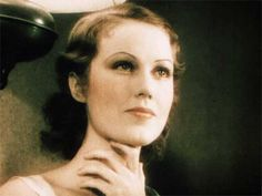 In a delightfully frank interview – Fay Wray shares her beauty secrets with Caroline Van Wycks - Divas, 1930s Hair, Fay Wray, Homemade Beauty Tips, Fritz Lang, Famous Monsters, New Star, Great Films, Perfect Skin
