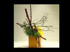 Ohara Exhibtion Flower and Space Ikebana Arrangements, Floral Arrangements, Japanese Flowers, Japanese Art, Spiral Garden, Ikebana Sogetsu, Floating Plants, Birch Branches, Flower Artists