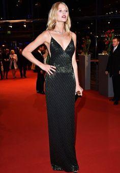 Berlinale 2016: Super sexy zeigt sich Toni Garrn in einem Kleid von Boss.