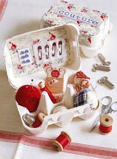 Reutilização - caixa de ovo transformada em caixa de costura.