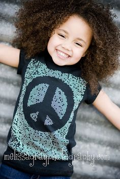 Curly hair seems to be a big indicator of multiracial people. My curly hair sure seems to throw people off! Cute Kids, Cute Babies, Baby Kids, Pretty Kids, Beautiful Children, Beautiful Babies, Beautiful Smile, Amor Universal, Biracial Children