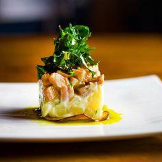 """""""Menos é mais"""". Lombo suíno defumado maionese de batata couve-folha e maçã verde caramelizada. """"Less is more"""". Loin smoked pork potato mayonnaise cabbage-leaf and caramelized green apple. . #cozinhaderaiz #rodrigoacastro #food #TheArtOfPlating #GastroArt #ChefsOfInstagram #TrueCooks #CulinaryChefsPortal #instafood #TheArtOfNgawur #Cuisine #TheFoodCanvas #CookNic #comida #CozinhaBaiana #Ate_Art #dendênosangue #Salvador #instagram #cheflife #contemplating #foodstarz #foodartchefs #cookniche…"""