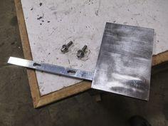 Knife maker shows you step-by-step. Tutorials on building a belt grinder, electric heat treating oven, DIY Micarta and much more. Knife Grinding Jig, Knife Grinder, Bench Grinder, 2x72 Belt Grinder Plans, Diy Belt Sander, Global Knife Set, Knife Making Tools, Diy Belts, Welding And Fabrication