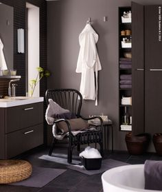 de vieilles bassines en zinc se transforment en vasque et des robinets de service en laiton se. Black Bedroom Furniture Sets. Home Design Ideas