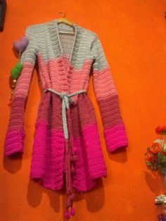 Tapado tricolor♥ Crochet Jumper, Crochet Jacket, Crochet Cardigan, Crochet Shawl, Crochet Yarn, Crochet Lingerie, Summer Coats, Diy Clothing, Crochet Designs