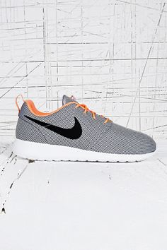 Nike Roshe Run Trainers in Grey
