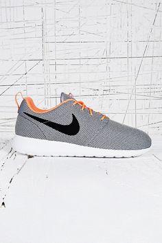 Nike Roshe Run Trainers in Grey