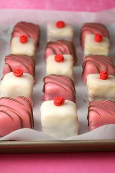 Fancy shower dessert = Petit Fours (plus yummy looking pound cake recipes) Mini Cakes, Cupcake Cakes, Poured Fondant, Pourable Fondant, Yummy Treats, Sweet Treats, Petit Cake, Cake Recipes, Dessert Recipes