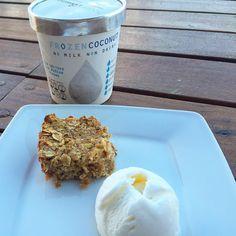 Mi postre de hoy! Hice este tipo crumble/ muffin de avena y manzana  con helado de coco de @yogurtboutique gracias a @nutricion_asertiva por la recomendación del helado .
