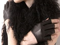 These simple and sleek cropped gloves are made of imported Italian Lambskin, then hand crafted in NYC by the designers themselves. This style comes in a 6.5, 7, 7.5 and 8 size.
