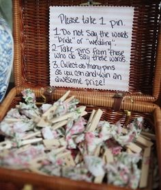 Wedding Online - DIY Craft - 13 brilliant ways to keep your wedding guests entertained during your wedding reception Wedding Reception Activities, Wedding Shower Decorations, Green And Burgundy Wedding, Nordic Wedding, Rustic Wedding, Beach Wedding Colors, Baby Wedding, Wedding Bridesmaids, Dream Wedding