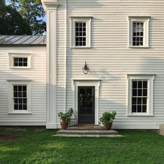 Best Shades of White Paint - Gerald Bland Federal home upstate New York Exterior Colonial, Exterior Gris, White Exterior Paint, White Exterior Houses, House Paint Exterior, Exterior Paint Colors, Exterior House Colors, White Houses, Best White Paint