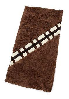O mantén sus diminutos dedos de los pies cómodos con una alfombra wookie sin crueldad.   21 Cosas que necesitas para la perfecta habitación del bebé de Star Wars