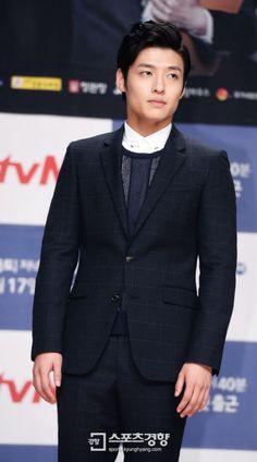 Kang Haneul - Office grunts clock in at Misaeng's press conference Asian Actors, Korean Actors, Kang Ha Neul Smile, Scarlet Heart Ryeo Cast, Korean Celebrities, Celebs, Lee Sung Min, Kang Haneul, Netflix