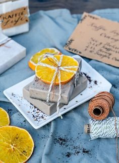 To melt away: make DIY coffee soap yourself - DIY Geschenke selber machen Diy Soap Rosemary, Make Your Own Coffee, Easy Pumpkin Carving, Carving Pumpkins, Coffee Soap, Wax Carving, Upcycled Home Decor, Carving Designs, Diy Birthday