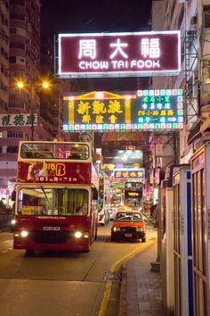 See the best of #HongKing at night on a Big Bus Tour!