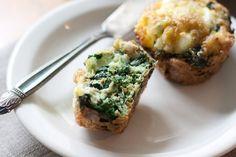 Kale and goat cheese frittata cups *** Semplicissimi questi muffin di frittata e molto decorativi :)