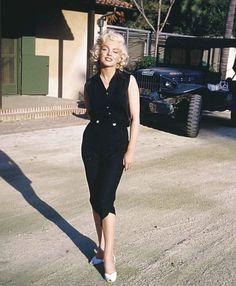 Marilyn Monroe in a little black dress