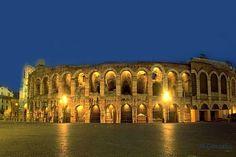 La Arena de Verona el anfiteatro romano, ubicado en Verona, Italia, conocido por las producciones de ópera que se realizan en él (Festival de Verona). Es una de las estructuras de su estilo mejor conservadas.El edificio fue construido en el año I durante el reinado de Tiberio. Es el tercer Anfiteatro más grande de Europa, (espectáculos y juegos) que se escenificaban en él eran tan famosos que los espectadores solían ir desde muchos otros lugares, a veces tenían que recorrer muchos…