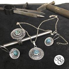 Özel Tasarım Doğal Firuze Taşlı Set Besen Koleksiyon Ürün ve Tasarımıdır.  El Yapımıdır. Fiyat : 190,00 TL  SİPARİŞ için www.besengumus.com www.besensilver.com  İLETİŞİM için Whatsapp 0 544 6418977 Mağaza 0 262 3310170  Maden : 925 Ayar Gümüş Taş : Firuze Kaplama : Oksit  Besen Gümüş  #besen #gümüş #takı #aksesuar #doğal #firuze #taşlı #koleksiyon #özel #el #yapımı #elyapımı #set #izmit #kocaeli #istanbul #besengumus #tasarım #moda #bayan
