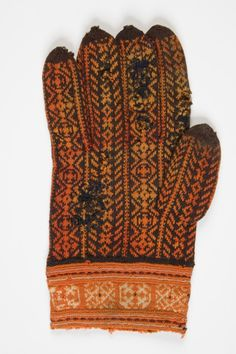 Old finely knitted glove from Muhu Island, Estonia
