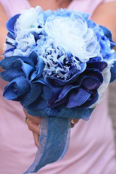 Ramo de novia en azules. Tamaño mediano. Confeccionado a mano.