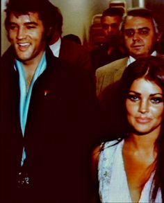 Elvis and Priscilla at Sinatra show. Elvis Presley Priscilla, Elvis Presley Family, Elvis Presley Photos, Tom Selleck Movies, Elvis Memorabilia, John Lennon Beatles, Twin Girls, Old Hollywood Glamour, Pretty Woman