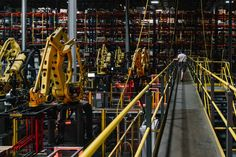 Fully Autonomous Robots: The Warehouse Workers of the Near Future - WSJ