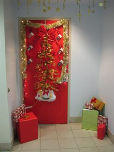 cute christmas door decorating ideas door decorating holiday decorating christmas door all