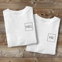 Mrs Mr Shirt / Engagement Shirt / Wedding Shirts / Just Married Shirts / Man Woman Shirt / Couples Shirts / Honeymoon Shirts - Wife and gentleman shirts. This listing is for two unisex tees. PLEASE READ: T-shirt Couple, Couple Tees, Couple Tshirts, Mrs Shirt, Love Shirt, Taylor Swift Outfits, T-shirt Paar, Honeymoon Outfits, Honeymoon Clothes