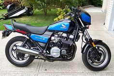 Sweet Honda 750 Nighthawk S in blue Honda Nighthawk, Honda Cbx, Honda Sport Bikes, Brat Bike, Moto Cafe, Honda Motors, Motorcycle Manufacturers, Old Motorcycles, Motorcycle Types