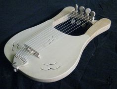 LYRE -Body : finnish alder -Top : finnish spruce -Parts : finnish maple