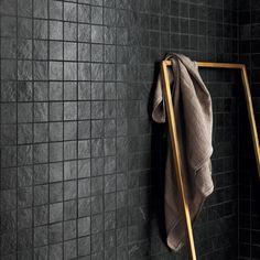 Lea Ceramiche Waterfall Dark Flow Mosaikfliesen 5 x 5 cm - Badezimmerboden fliesen Dark Flower, Marble Bathroom Floor, Ästhetisches Design, Shower Tile Designs, Bathroom Designs, Minimalist Bathroom Design, Tiles Texture, Rustic Bathrooms, Wet Rooms