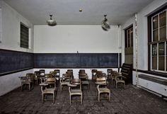 classroom.jpg (1900×1300)