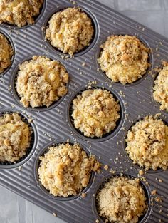 These cornbread crumb muffins are a mix between fluffy cornbread and coffee cake! Cornbread muffins with a crumble topping. Delicious! howsweeteats.com