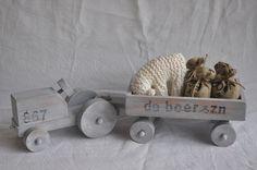 Speelgoed   MeM In de boomgaard tractor