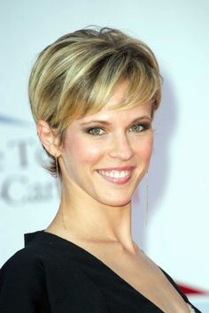 Coupe de cheveux court 2018 femme - The Right Hair Styles Over 40 Hairstyles, Hairstyles For Round Faces, Short Hairstyles For Women, Cool Hairstyles, Feminine Pixie Cuts, Medium Hair Styles, Curly Hair Styles, New Short Haircuts, Fall Hair Cuts
