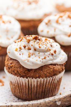 Whole grain vegan carrot muffins. Vegan Sweets, Vegan Desserts, Vegan Recipes, Cooking Recipes, Vegan Food, Carrot Muffins, Baby Food Recipes, Favorite Recipes, Yummy Food