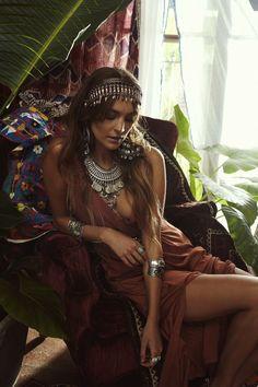 Boho chic bohemian boho style hippy hippie chic bohème vibe gypsy fashion indie folk the . Bohemian Soul, Bohemian Lifestyle, Vintage Bohemian, Boho Gypsy, Indie Fashion, Bohemian Fashion, Bohemian Clothing, Boho Beautiful, Victorian