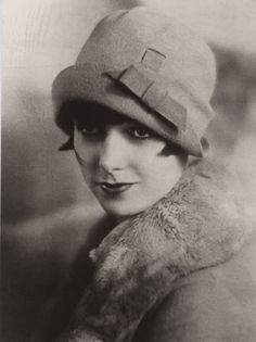 Louise Brooks and cloche hat  (I thinks she's so beautiful!)
