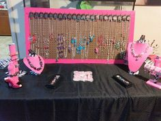 Visit Five Dollar Jewelry Connection on Facebook, like and share their giveaway today for Free jewelry! simple paparazzi display.