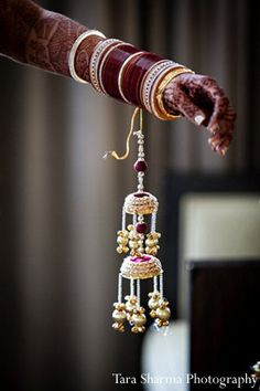 This Indian bride and groom celebrate their wedding with lots of style. Their New Jersey event stuns with beautiful floral and decor. Indian Wedding Bride, Indian Wedding Fashion, Indian Bride And Groom, Indian Weddings, Indian Fashion, Punjabi Chura, Punjabi Bride, Punjabi Wedding, Chuda Bangles