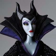 Limited Edition Maleficent available October 2014 - 4000 dolls produced worldwide. Farm Cartoon, Disney Sleeping Beauty, Pink Gowns, Blue Gown, Purple Satin, Vinyl Dolls, Disney Dolls, Doll Repaint, Disney Merchandise