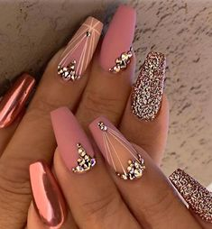 Over 100 amazing nail art gel ideas to try right now Source by o_kiley The post Over 100 amazing nail art gel ideas to try right now appeared first on nails. Rose Gold Nails, Glitter Nails, Cute Gel Nails, Nailart, Gel Nagel Design, Gel Nail Art Designs, Best Acrylic Nails, Nail Decorations, Beautiful Nail Art